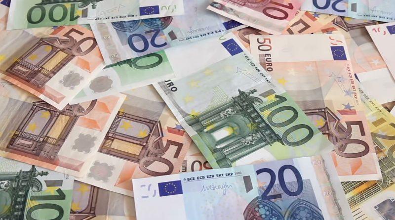 Србија да уплати 100 евра помоћи и сваком Србину у Црној Гори