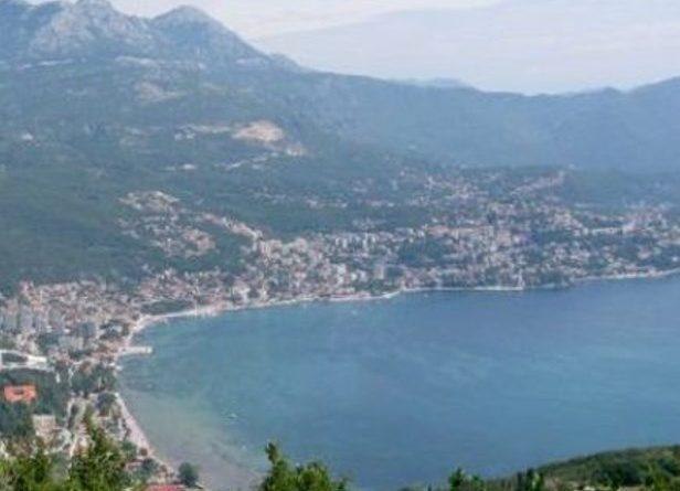 Република Српска, уз подршку Србије, да инсистира на враћању Суторине у састав БиХ, чиме би РС добила излазак на море